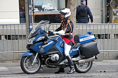 Gendarmerie | BMW R1200 RT (spottingweb) Tags: spotting spotted spotter spottingweb véhicule vehicle france moto motard bike motorbike motorcycle gendarmerie gendarmerienationale gendarme forcedelordre sécurité secours urgence intervention gyrophare militaire armée policemilitaire policeman security cop cops copvan 17 militarypolice bmw garderépublicaine r1200rt escorteprésidentielle paris champselysées