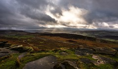 Sky light (Phil-Gregory) Tags: natrural national naturalphotography naturephotography naturalworld nationalpark naturalphotograph nikon d7200 tokina stanageedge light colours color colour peakdistrict countrylife countryside wideangle ultrawide cloud