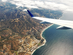 aerial view of Malibu, CA (kenjet) Tags: aerial inflight windowseat fromthewindow wing winglet embraer e175 compass compassairlines dl dal delta deltaairlines ejet plane jet aviation flugzeug airline airliner