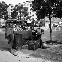 Full and empty (Go-tea 郭天) Tags: hangzhoushi zhejiangsheng chine cn candid hangzhou linan garbages dirty truck shovel man cap mask gloves uniform busy alone working work duty clean cleaning empty full sidewalk worker job plastic bags trees cleaner street urban city outside outdoor people bw bnw black white blackwhite blackandwhite monochrome naturallight natural light asia asian china chinese canon eos 100d 24mm prime