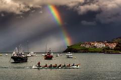 A bogar (Carpetovetón) Tags: arcoiris agua mar marcantábrico cantábrico puerto barcos castrourdiales sonya6000 cantabria españa trainera remo remeros cielo nubes nublado