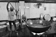 India - New Delhi (luca marella) Tags: newdelhi asia black white bianco e nero bw bn bnw street luca marella photographer social reportage temple portrait travel photo people sik persone gurudwara bangla sahib india edificio food kitchen cooking cookery cooker pot