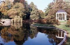 Le Temple d'Amour et le Lac de l'Orangerie à Strasbourg (Philippe_28) Tags: strasbourg alsace basrhin 67 fabrique temple damour folie orangerie parc europe 24x36 argentique analogue camera photography film 135