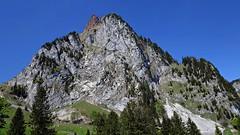 Grosser Mythen (1898 m) (Daphne-8) Tags: grossermythen grosermythen schwyz vierwaldstättersee vierwoudstedenmeer lakelucerne luzern switzerland schweiz suisse svizzera svizra suiça suiza mountain berg montagne montaña alpen alps alpi alpes view spring frühling primavera landscape