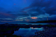 Girdle Ness Lighthouse at Dusk (matthewblackwood10) Tags: girdle next lighthouse dusk light house reflection sunset cloud sky rocks beach sea ocean north aberdeen uk scotland blue