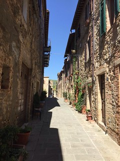 Beautiful sunny day in Castelnuovo dell'Abate 👍 Perfect for visiting #Montalcino and Sant'Antimo Abbey 😍 #like #follow #share #comment #subscribe #tuscany #italy #borghettomontalcino #travel