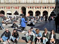 Easter in Bologna (magellano) Tags: bologna italia italy piazza square maggiore grande pasqua easter gente people candid crescentone