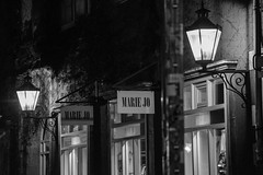 Marie Jo (HangShootFrame) Tags: hannover ballhof black white schwarz weis laternen licht lights lanterns marie jo dark night moody