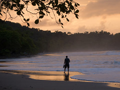 walking before sunrise (Bernal Saborio G. (berkuspic)) Tags: costarica beach beautiful sea coast tropicalrainforest tropical vacation sunrise