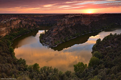 The Bends of Duraton (Hector Prada) Tags: atardecer sunset rio river arroyo stream hocesdelduraton parquenatural cielo nubes rocas sky clouds wind storm reflejos reflections bend meandro horseshoe segovia spain