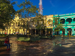 The park just got cleaned (lezumbalaberenjena) Tags: lezumbalaberenjena cuba santa clara villas villa 2018 park parque vidal leoncio caro centro