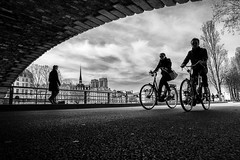 Keep Riding! (Mustafa Selcuk) Tags: velib velo bicycle cycliste parisian parisienne cyclismo parismaville paris france notredame blackandwhite bnw bw noiretblanc noiretblancphotographie monochrome monochromatic fujifilm fujifilmfrance fujifilmtr xt2 wideangle spring bridge