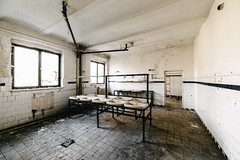 06/30 2017/04 (halagabor) Tags: urban exploration urbex urbanexploration decay derelict lost forgotten lostplaces abandoned abandonment room hungary hungarian budapest army base old nikon d610 14mm samyang samyang14mm wide wideangle manualfocus military windows window lavatory washroom