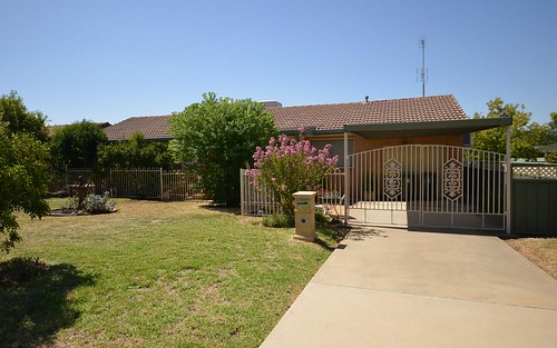 10 Chelsea Cr, Forbes NSW 2871