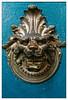 Un lion vous accueille (Jean-Marie Lison) Tags: eos80d bruxelles parcducinquantenaire porte têtedelion heurtoir frappeporte bronze bleu