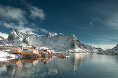 Reine/ Lofoten (mark.helfthewes) Tags: lofoten norwegen insel nikon d800 filter 24mm fjord sonne fischerdorf haeuser
