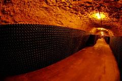 1478 Val de Loire en Août 2017 - Caves de Montlouis (paspog) Tags: montlouis vin wein wine bouteilles bottles vinpétillant sparklingwine france cher valléeducher valdeloire cave keller cellar caves cellars 2017