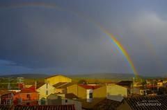 Llueve (Josinisam) Tags: arcoíris lluvia sol atardecer medinaderioseco josinisam tejados nubes