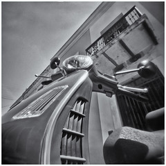 Fotografía Estenopeica (Pinhole Photography) (Black and White Fine Art) Tags: fotografiaestenopeica pinholephotography camaraestenopeica pinholecamera pinhole estenopo estenopeica lenslesscamera camarasinlente sanjuan oldsanjuan viejosanjuan puertorico bn bw motora motorcycle vespa