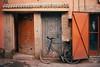 Country (Tom Levold (www.levold.de/photosphere)) Tags: fuji fujix100f marokko morocco x100f zagora street stillleben still tür bicycle door fahrrad