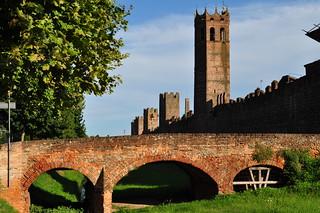 Pont de la via Roma, remparts nord de Montagnana, province de Padoue, Vénétie, Italie.