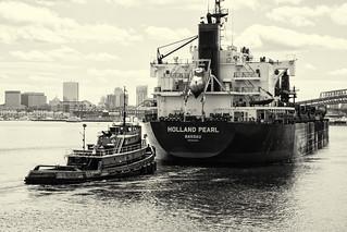 Bulk Carrier Holland Pearl and Tug Stephen-Scott