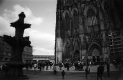 La Cologna (Der Ohlsen) Tags: lasardina bellestarr an 35mm kb bw film agfaapx100 köln kölnerdom cologne deutschland germany