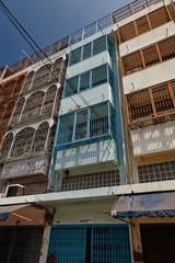 Sam Yan building (Thomas Mulchi) Tags: 2018 bpg bangrakdistrict bangkok bangkokphotographersgroup samyancommunityphotowalk thailand barred balconies nowview cables sky bluesky clear building krungthepmahanakhon th