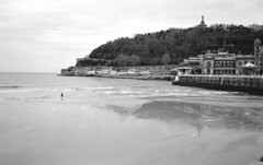 beach walker (Gabo Barreto) Tags: sansebastian donostia paisvasco basquecountry beach laconcha sea water reflection sand walking lonely film chromogenicfilm c41 olympusstylusepic ilford xp2 pointandshoot monochrome blackandwhite filmcamera filmisnotdead ishootfilm