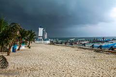 Se acerca la tormenta (The Photofan) Tags: tormenta nubes faro playa