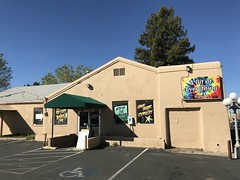 IMG_9363 (f l a m i n g o) Tags: newmexico santafe nm restaurant building store shop tulip spring april 2018