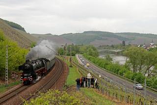 01 1075 durchfährt im Rahmen des Trierer Dampfspektakels Kanzem, 29.04.2018
