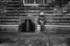 Nur ein Foto (Deinert-Photography) Tags: streetfotografie fujifilmx100f schwarzweis mann schwarzweiss blackwhite street citylife man streetart streetphoto streetphotography ubanphotography urban