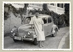Renault 4 CV (Vintage Cars & People) Tags: vintage classic photo foto photography automobile car cars motor vehicle antique auto lady woman fashion coat summercoat silkscarf handbag 1950s fifties renault 4cv renault4cv quatrechevaux