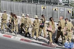 Israel: Street Scenes (anat kroon) Tags: israel yerushalayim jerusalem יְרוּשָׁלַיִם jeruzalem middleeast streetphotography urban documentaire documentary wwwkroonenvanmaanennl anatkroon kroonenvanmaanenfotografie