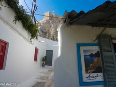 A feel of Greek islands in the heart of Athens ((GreenCross Photography)) Tags: anafiotika αναφιώτικα plaka πλάκα athens αθήνα acropolis ακρόπολη greek islands neighborhood flower azure monument