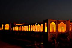 Pelas luzes da ponte (Marina Muniz Mendes) Tags: ponte foto noturna fotografia noite luzes irã isfahan