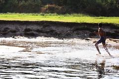 The Runner (Luz Del Mar Silva) Tags: runner run corredor children niño water agua