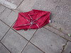Buenos Aires, 2018 (federicosaxo) Tags: paraguas umbrella rosa alambre calle street streetshot color canon s95