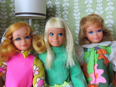 3. With friends (Foxy Belle) Tags: doll barbie vintage skipper diorama mod living room 1970s retro playscale 16 scale green wallpaper malibu pose n play