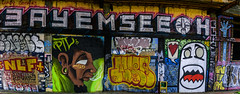 oh see me bay (pbo31) Tags: bayarea eastbay alamedacounty nikon d810 color night dark black april 2018 spring boury pbo31 oakland downtown city urban art graffiti wall mural giant panoramic large stitched panorama yellow