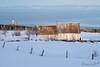 La miellerie, un coucher de soleil, un bateau et le fleuve (Véronimot) Tags: bateau grange charlevoix campagne fleuvesaintlaurent coucherdesoeil neige extérieur eau clôture couleurs