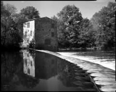 Moulin d'Angreviers (Philippe Torterotot) Tags: chamonix45n2 moulin mill fomapan100 film filmisnotdead analog argentique 4x5 grandformat largeformat loireatlantique paysdelaloire france francia printemps spring v700 eau water rivière river