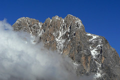 Dietro la nuvola (giorgiorodano46) Tags: maggio2007 may 2007 giorgiorodano abruzzo italy appennino apennines gransasso cornogrande nuvola cloud vetta summit peak