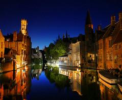 Bruges , les reflets de nuit (buch.daniele) Tags: danielebuch bruges belgique canal barques reflets night nuit bleue blue