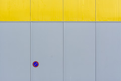 Sign on a grey and yellow wall (Jan van der Wolf) Tags: map1778v sign verkeersbord trafficsign roadsign wall muur gevel facade lines lijnen minimalism minimalistic minimalisme minimlistic minimal grey grijs yellow geel
