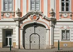 Die Penzinger Straße 34 (Wolfgang Bazer) Tags: frontdoor haustür barock baroque bürgerhaus townhouse penzing penzinger strase wien vienna österreich austria