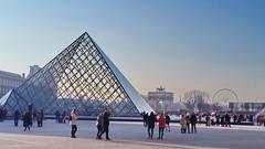 568 Paris en Février 2018 - Pyramide du Louvre (paspog) Tags: paris france février february februar 2018 pyramide pyramidedulouvre louvre