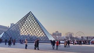 568 Paris en Février 2018 - Pyramide du Louvre