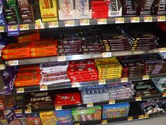 Walmart 04.21.2018 (tommyd.) Tags: chocolate bars 6pack display reeses peanutbuttercup bigcup hersheys milkchocolate almond mrgoodbar specialdark payday kitkat snickers heath zero 3musketeers milkyway
